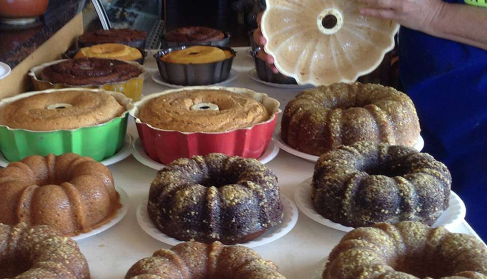 table-of-cakes
